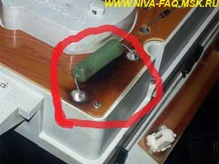 Почему сильно греется резистор