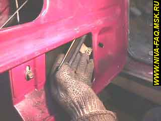 b1 14 - Уплотнитель стекла двери нива