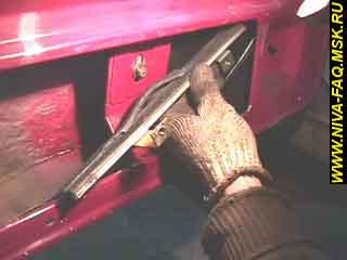 b1 15 - Уплотнитель стекла двери нива