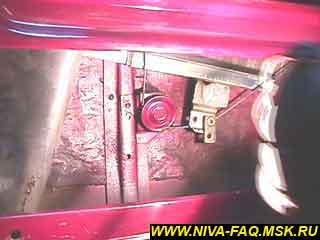 b1 17 - Уплотнитель стекла двери нива