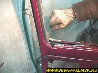 b1 24 - Уплотнитель стекла двери нива
