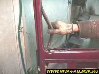 b1 25 - Уплотнитель стекла двери нива