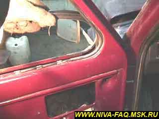 b1 27 - Уплотнитель стекла двери нива