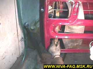 b2 05 - Уплотнитель стекла двери нива