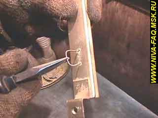 b2 14 - Уплотнитель стекла двери нива