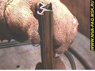 b2 18 1 - Уплотнитель стекла двери нива