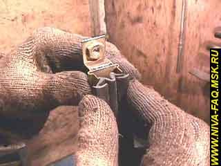 b2 24 - Уплотнитель стекла двери нива