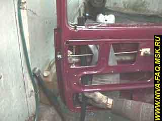 b3 10 - Уплотнитель стекла двери нива