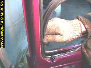 b3 15 - Уплотнитель стекла двери нива