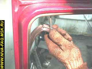 b3 18 - Уплотнитель стекла двери нива