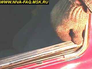 b5 12 1 - Уплотнитель стекла двери нива